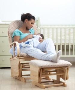 الأم مع طفلها على الكرسي الهزاز  Picture found on  http://inside.akronchildrens.org/