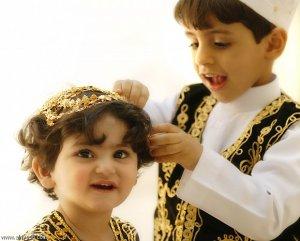 طفل وطفلة بالزي الشعبي السعودي تصوير: عوض الهمزاني
